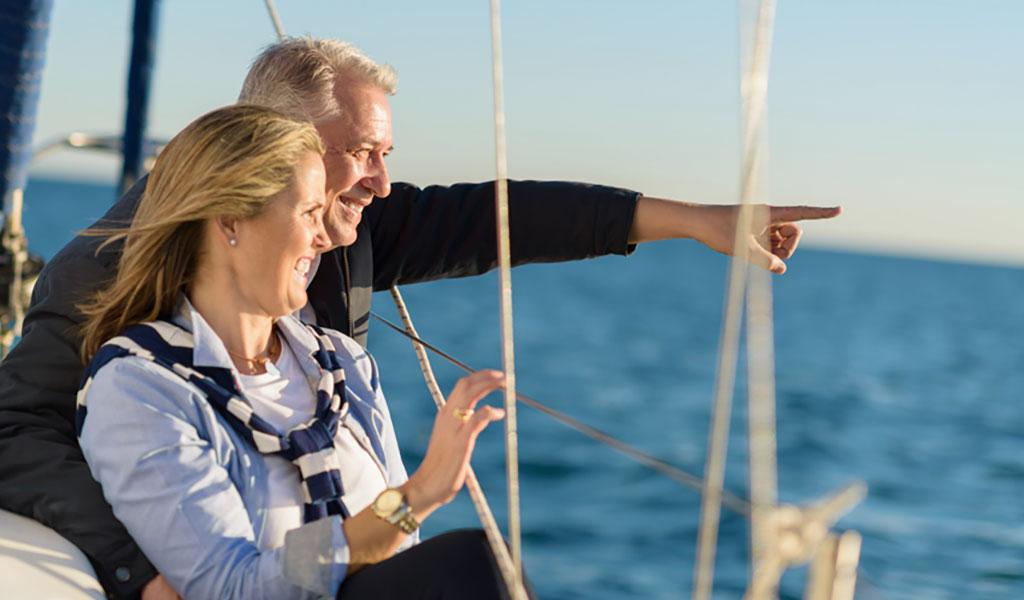 Ehepaar auf Segelboot - Reisen mit COPD